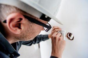 entreprise d'électricité électricien homme réparation