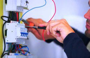 toutes les raisons de mettre son installation électrique aux normes