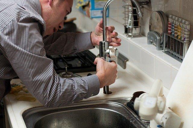 3 astuces pour détecter une fuite d'eau dans son logement